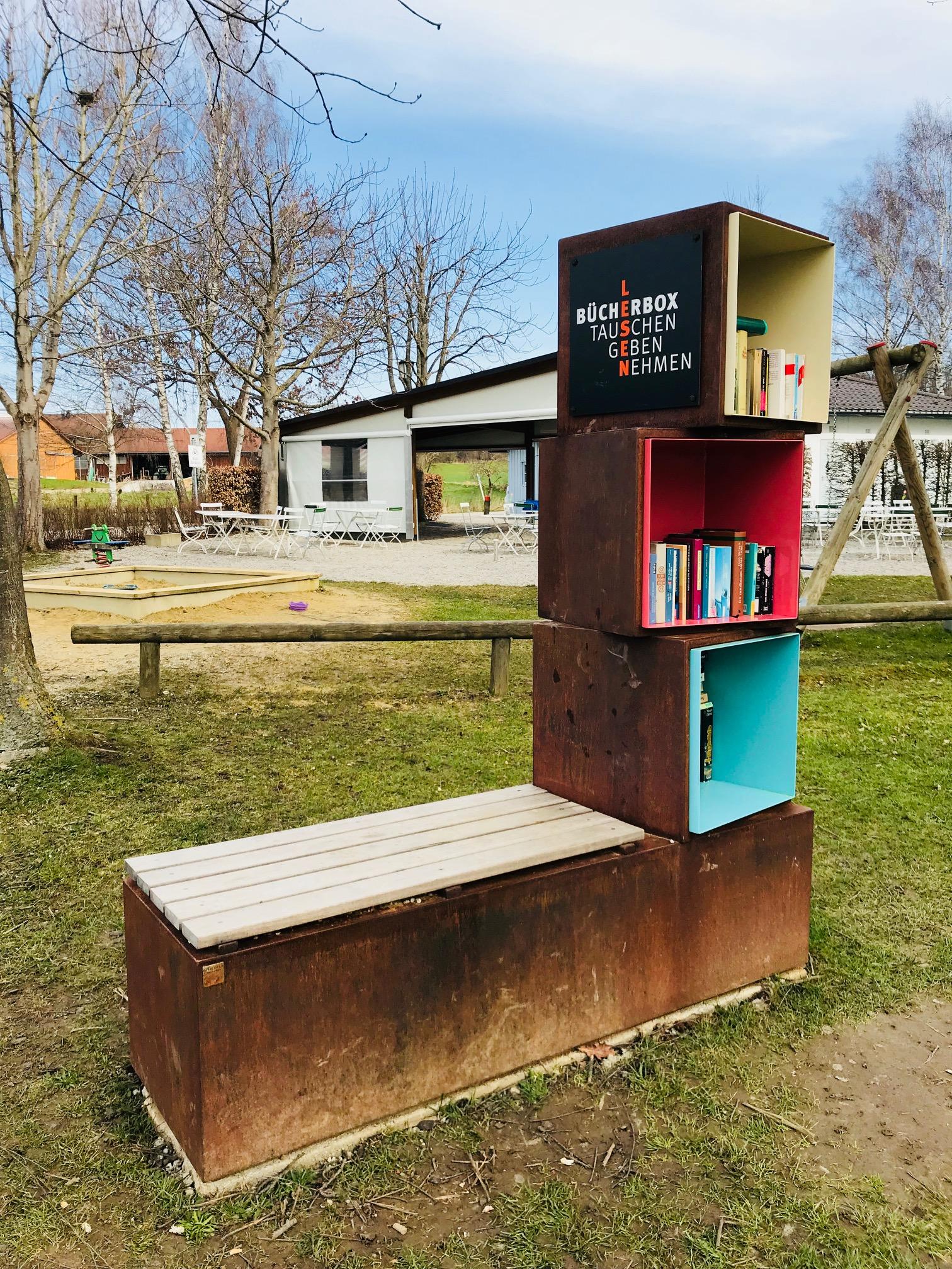 Bücherschrank 3